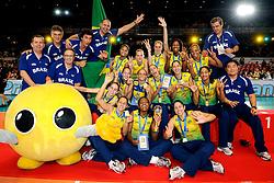 23-08-2009 VOLLEYBAL: WGP FINALS CEREMONY: TOKYO <br /> Brazilie wint de World Grand Prix 2009 / met oa. Thaisa Menezes, Marianne Steinbrecher, Danielle Lins, Fabiana de Oliveira, Fabiana Claudino en Sheilla Castro<br /> ©2009-WWW.FOTOHOOGENDOORN.NL