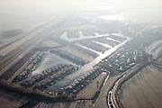 Nederland, Noord-Holland, Abcoude, 10-01-2009; Buitenborgh, villapark met recreatiewoningen, gelegen tussen autosnelweg A2 en Vinkenveensche Plassen; de snelweg wordt verbreed; hoewel het bestemmingsplan (streekplan) bouw in dit deel van het Groene Hart verbiedt, mochten deze woningen wel gebouwd omdat ze (op papier) niet permanent bewoond worden; . .luchtfoto (toeslag); aerial photo (additional fee required); .foto Siebe Swart / photo Siebe Swart