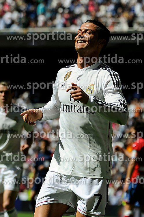 05.04.2015, Estadio Santiago Bernabeu, Madrid, ESP, Primera Division, Real Madrid vs FC Granada, 29. Runde, im Bild Real Madrid&acute;s Cristiano Ronaldo celebrates a goal // during the Spanish Primera Division 29th round match between Real Madrid CF and FC Granada at the Estadio Santiago Bernabeu in Madrid, Spain on 2015/04/05. EXPA Pictures &copy; 2015, PhotoCredit: EXPA/ Alterphotos/ Luis Fernandez<br /> <br /> *****ATTENTION - OUT of ESP, SUI*****