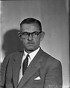 19/04/1960<br /> 04/19/1960<br /> 19 April 1960.<br /> New engineers at Irish Shell. Mr. Lenihan.