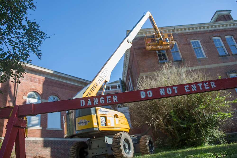 The main building at the Ridges receives exterior stabilization work on September 16, 2015. Photo by Emily Matthews