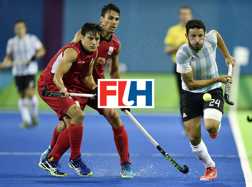 Argentina's Manuel Brunet (R) vies with Belgium's Thomas Briels (L) and Belgium's Simon Gougnard (2nd L) during the men's Gold medal field hockey Belgium vs Argentina match of the Rio 2016 Olympics Games at the Olympic Hockey Centre in Rio de Janeiro on August 18, 2016. / AFP / PHILIPPE LOPEZ        (Photo credit should read PHILIPPE LOPEZ/AFP/Getty Images)