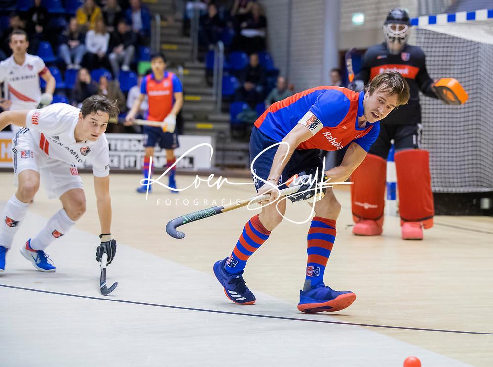 ROTTERDAM  - NK Zaalhockey . finale heren: SCHC-Amsterdam (2-2, SCHC wint shoot-outs) .Daan Dullemeijer (SCHC) met Caspar van Dijk (Adam)   .  COPYRIGHT KOEN SUYK