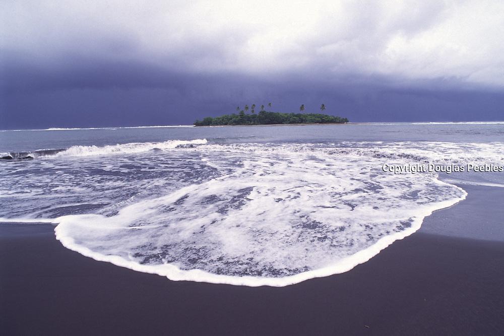 Mahian Black Sand Beach, Tahiti, French polynesua<br />