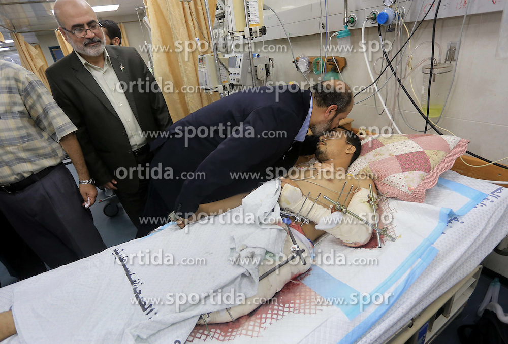 14.08.2014, Gaza Stadt, PSE, Nahostkonflikt zwischen Israel und Pal&auml;stina,im Bild die Situation in Gaza Stadt // Senior Hamas leader Khalil al-Hayya visits Palestinians who were wounded during the Israeli offensive, upon his return to Gaza City from truce talks in Cairo, at al-Shifa hospital in Gaza city on August 14, 2014. A renewed truce between Israel and Palestinians appeared to be holding on Thursday despite a shaky start after both sides agreed to give Egyptian-brokered talks more time to try to end the Gaza war. Photo by Mohammed Asad, Palestine on 2014/08/14. EXPA Pictures &copy; 2014, PhotoCredit: EXPA/ APAimages/ Mohammed Asad<br /> <br /> *****ATTENTION - for AUT, GER, SUI, ITA, POL, CRO, SRB only*****