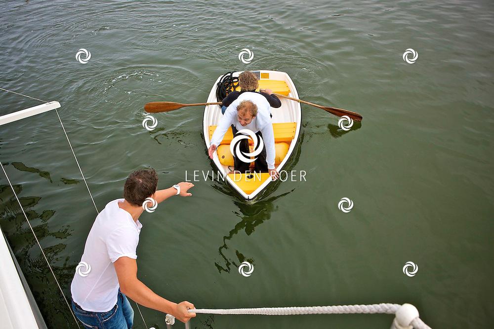 MARINA SEAPORT IJMUIDEN - Op de HISWA te water is de perspresentatie van Kantje Boord gehouden.  Met op de foto Jon van Eerd en Mike Weerts. FOTO LEVIN DEN BOER - PERSFOTO.NU