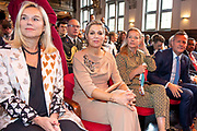 Koningin Maxima en prinses Mabel tijdens de Conferentie voor Mental Health and Psychosocial Support in het Koninklijk Instituut voor de Tropen. <br /> <br /> Queen Maxima and Princess Mabel during the Conference for Mental Health and Psychosocial Support at the Royal Tropical Institute.<br /> <br /> Op de foto / On the photo:  Koningin Maxima, Prinses Mabel  en Minister Sigrid Kaag / Queen Maxima, Princess Mabel  and minister Sigrid Kaag