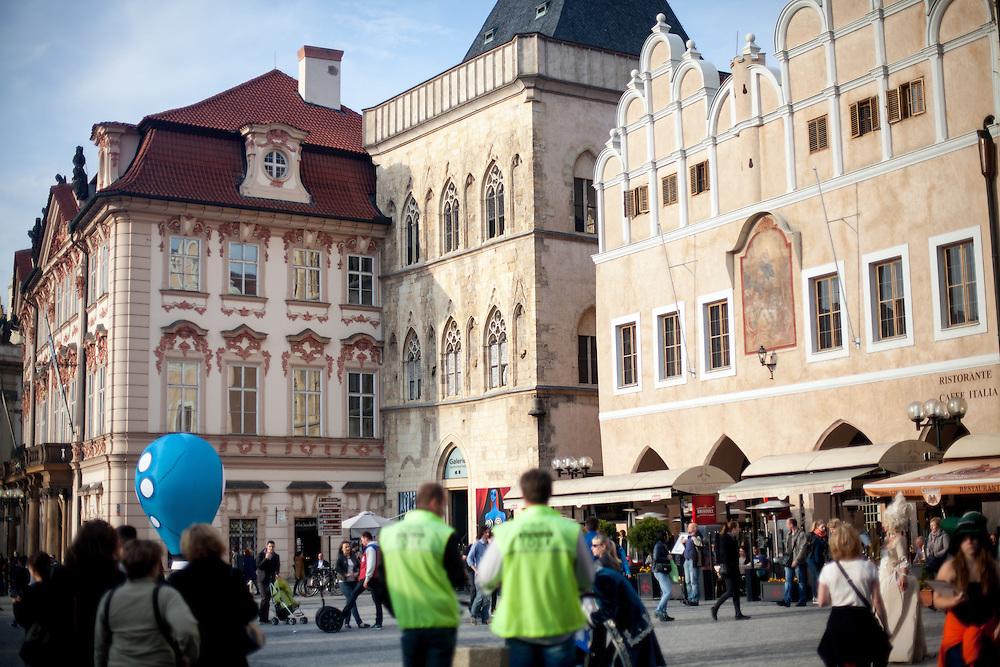 """Altstaedter Ring mit dem """"Haus zur Steinernen Glocke"""" in der Mitte, dort lebte der Schriftsteller für eine Weile."""