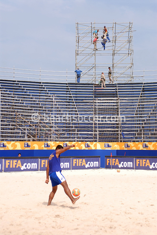 Football-FIFA Beachsoccer World Cup 2006- Building the stadium at Rio de Janeiro Brazil-31/10/2006.<br /> Mandatory credit: Photocamera/Marco Antonio Rezende.