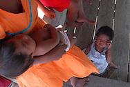 Familia de la comunidad Warao de Boca de Tigre  en el Delta Amacuro, Venezuela. Este pueblo indígena del oriente del país,  que contaba para 2001 con 36.000 habitantes aproximadamente, construyen sus hogares suspendidos sobre las aguas  para compensar los cambios de marea que vienen del mar del Caribe. Durante los años recientes conviven con la exploración petrolífera, el tráfico de drogas y la actividad turistica se lleva a  cabo actualmente en la zona, en la que habitan desde hace por lo menos 8.000 años. Venezuela,  2006. (Ramón Lepage / Orinoquiaphoto)   Family in the Warao community in Boca de Tigre in the Amacuro Delta, Venezuela. This ethnic group of the east of the country, that counted in 2001 with approximate 36.000 inhabitants, constructs their homes suspended on waters to compensate the changes of tide that come from the Caribbean sea. During the recent years they coexist with the petroliferous exploration, the drug traffic and the tourist activity that  are carried out in the zone, in which they have been living for at least 8,000 years. Venezuela, 2006. (Ramon Lepage/Orinoquiaphoto)..