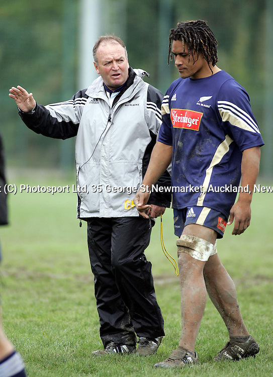Graham Henry talks to Rodney So'oialo during training at the Capitolina rugby club in Rome Wednesday November11, 2004, as the team prepare for the New Zealand V Italy rugby test, Saturday.<br /><br /><br />PHOTO: Paul Thomas/PHOTOSPORT.