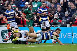 Sam Burgess of Bath Rugby looks to run in a try but the score is soon ruled out by the referee - Photo mandatory by-line: Patrick Khachfe/JMP - Mobile: 07966 386802 04/01/2015 - SPORT - RUGBY UNION - Leicester - Welford Road - Leicester Tigers v Bath Rugby - Aviva Premiership