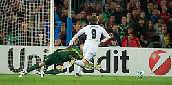 24.04.2012, Stadion Camp Nou, Barcelona, ESP, UEFA CL, Halblfinal-Rueckspiel, FC Barcelona (ESP) vs FC Chelsea (ENG), im Bild FC Barcelona's goalkeeper Victor Valdes is powerless to prevent Chelsea's Fernando Torres from scoring a second goal, levelling the scores at 2-2 on the night and sending Chelsea to the final on aggregate 3-2 during the UEFA Championsleague Halffinal 2st Leg Match, between FC Barcelona (ESP) and FC Chelsea (ENG), at the Camp Nou Stadium, Barcelona, Spain on 2012/04/24. EXPA Pictures © 2012, PhotoCredit: EXPA/ Propagandaphoto/ David Rawcliff..***** ATTENTION - OUT OF ENG, GBR, UK *****