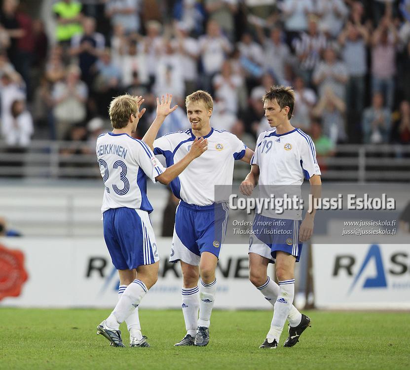 Hannu Tihinen, Markus Heikkinen, Toni Kallio. Suomi ? Belgia, EM-karsinta, Helsinki, Olympiastadion 6.6.2007. Photo: Jussi Eskola