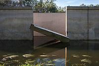 Waterloopbos, bij Marknesse. Kunstwerk gemaakt van voormalig schaalmodellen voor waterbouwkundige projecten. Door Atelier Lyon en RAAAF. Geopend september 2018.