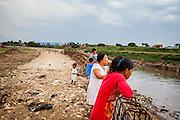 Scenes on the bank of the Citarum River.  Citeureup Village, Kabupaten Bandung.  ..Credit: Andri Tambunan for Greenpeace