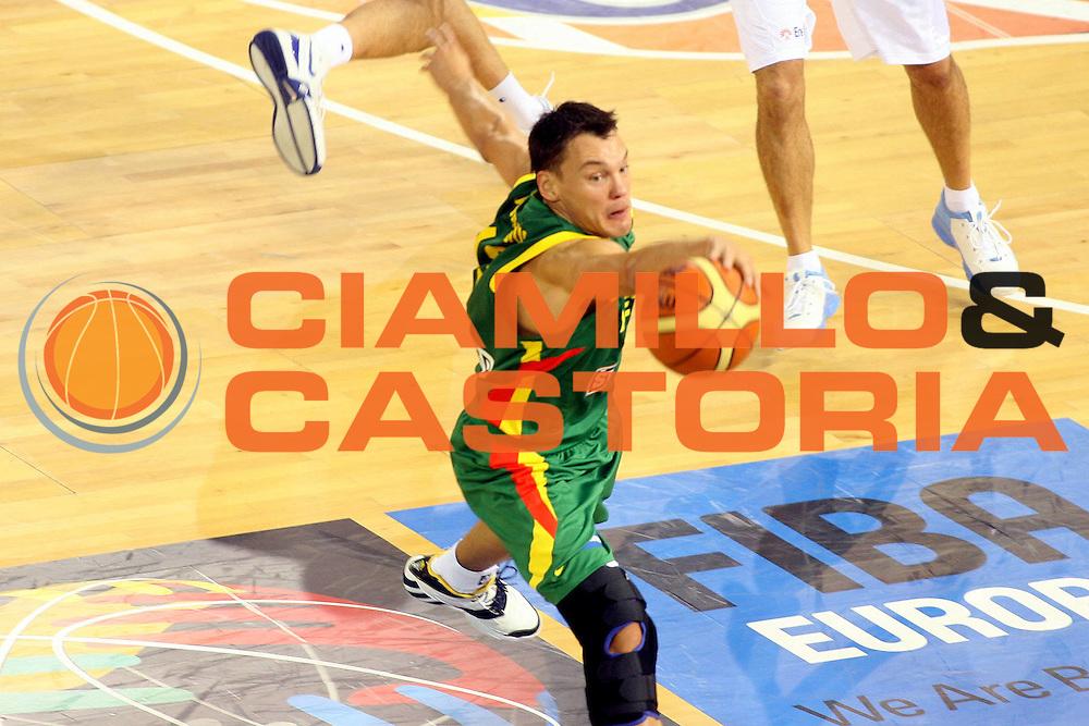 DESCRIZIONE : Madrid Spagna Spain Eurobasket Men 2007 Italia Lituania Itlay Lithuania<br />GIOCATORE : Sarunas Jasikevicius<br />SQUADRA : Lituania Lithuania<br />EVENTO : Eurobasket Men 2007 Campionati Europei Uomini 2007 <br />GARA : Italia Lituania Italy Lithuania<br />DATA : 08/09/2007 <br />CATEGORIA : Palleggio<br />SPORT : Pallacanestro <br />AUTORE : Ciamillo&amp;Castoria/G.Ciamillo<br />Galleria : Eurobasket Men 2007 <br />Fotonotizia : Madrid Spagna Spain Eurobasket Men 2007 Italia Lituania Italy Lithuania<br />Predefinita :