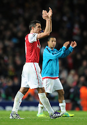 23.11.2011, Emirates Stadion, London, ENG, UEFA CL, Gruppe F, FC Arsenal (ENG) vs Borussia Dortmund (GER), im Bild Arsenal's Robin Van Persie applauds the supporters at full-time following the football match of UEFA Champions league, group F, between FC Arsenal (ENG) and Borussia Dortmund (POR) at Emirates Stadium, London, United Kingdom on 2011/11/23. EXPA Pictures © 2011, PhotoCredit: EXPA/ Sportida/ Chris Brunskill..***** ATTENTION - OUT OF ENG, GBR, UK *****