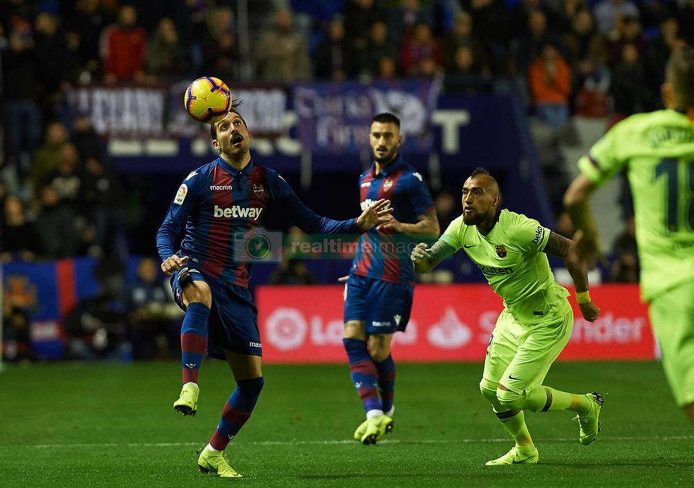 صور مباراة : ليفانتي - برشلونة 0-5 ( 16-12-2018 )  20181216-zaa-a181-011