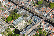 Nederland, Zuid-Holland, Leiden, 09-04-2014; binnenstad met Rapenburg.  Academiegebouw Universiteit Leiden met Hortus Botanicus.<br /> Academy building and the botanical garden in the old town of the city of Leiden.<br /> luchtfoto (toeslag op standard tarieven);<br /> aerial photo (additional fee required);<br /> copyright foto/photo Siebe Swart.