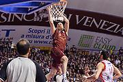 DESCRIZIONE : Campionato 2014/15 Serie A Beko Grissin Bon Reggio Emilia - Umana Reyer Venezia Semifinale Playoff Gara1<br /> GIOCATORE : Hrvoje Peric<br /> CATEGORIA : Schiacciata Sequenza<br /> SQUADRA : Umana Reyer Venezia<br /> EVENTO : LegaBasket Serie A Beko 2014/2015<br /> GARA : Grissin Bon Reggio Emilia - Umana Reyer Venezia Semifinale Playoff Gara1<br /> DATA : 30/05/2015<br /> SPORT : Pallacanestro <br /> AUTORE : Agenzia Ciamillo-Castoria/R.Morgano