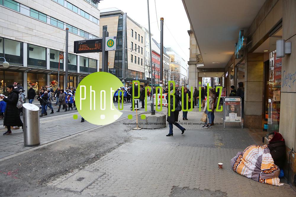 Mannheim. 10.02.18 | <br /> N&auml;rrische Bootsfahrt mit dem Mannheimer Stadtprinzenpaar Miriam I. und Marcus I. <br /> Danch kleiner Umzug mit Gefolge zum Mannheimer Marktplatz &uuml;ber die Planken zum Wasserturm mit Fahrt im Riesenrad.<br /> Bild: Markus Prosswitz 10FEB18 / masterpress (Bild ist honorarpflichtig - No Model Release!) <br /> BILD- ID 03974 |