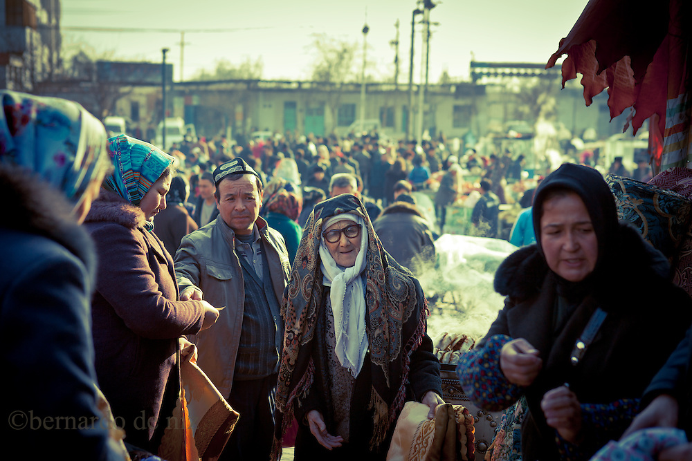 Uyghurs walk in the Bazar in Korla, Xinjiang, in the far western Xinjiang province, China, on   February. 15, 2010.<br />