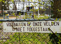 HATTEM  - Ook  de hockeyvelden van de Hattemse Mixed Hockey Club   zijn verboden terrein  ivm Coronavirus. Ook voetballen is verboden op de velden.  COPYRIGHT KOEN SUYK