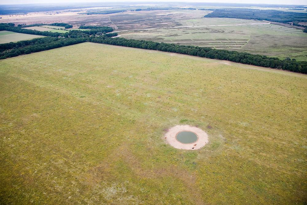 Nederland, Gelderland, Veluwe, 28-06-2006; luchtfoto (25% toeslag Nationaal Park de Hoge Veluwe (Oud-Reemsterveld met in het verschiet het Oud-Reemsterzand en het Deelensche Zand), heide-, wei en zandgronden; de cirkel is een drinkplaats (drenkplaats) voor wild (zie ook detailfoto wildakker, hei, natuur, milieu, natuurmonument.luchtfoto (toeslag aerial photo (additional fee required .foto Siebe Swart / photo Siebe Swart