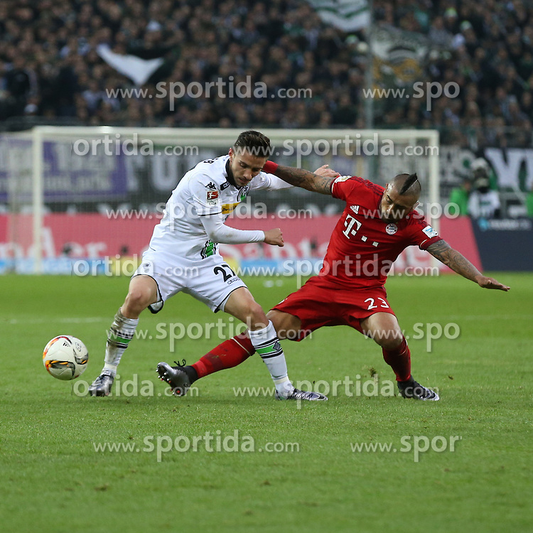 05.12.2015, Stadion im Borussia Park, Moenchengladbach, GER, 1. FBL, Borussia Moenchengladbach vs FC Bayern Muenchen, 15. Runde, im Bild Julian Korb (#27, Borussia Moenchengladbach) mit Arturo Vidal (#23, FC Bayern Muenchen), // during the German Bundesliga 15th round match between Borussia Moenchengladbach and FC Bayern Muenchen at the Stadion im Borussia Park in Moenchengladbach, Germany on 2015/12/05. EXPA Pictures &copy; 2015, PhotoCredit: EXPA/ Eibner-Pressefoto/ Deutzmann<br /> <br /> *****ATTENTION - OUT of GER*****