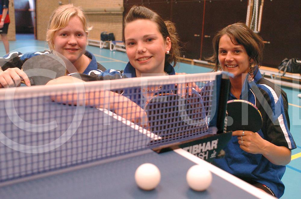 060509, dedemsvaart, ned,<br /> Tafeltennisers Elina Gras,  Amanda van Dijk en Chantal Knol kunnen nederlands kampioen worden,<br /> fotografie frank uijlenbroek&copy;2006 michiel van de velde