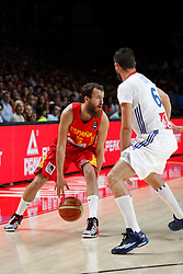 10.09.2014, Palacio de los deportes, Madrid, ESP, FIBA WM, Frankreich vs Spanien, Viertelfinale, im Bild Spain´s Sergio Rodriguez (L) and France´s Diot // during FIBA Basketball World Cup Spain 2014 Quarter-Final match between France and Spain at the Palacio de los deportes in Madrid, Spain on 2014/09/10. EXPA Pictures © 2014, PhotoCredit: EXPA/ Alterphotos/ Victor Blanco<br /> <br /> *****ATTENTION - OUT of ESP, SUI*****