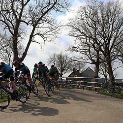 07-03-2020: Wielrennen: Ronde van Groningen: Usquert <br />Sfeerbeel peloton