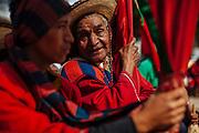 La tradición es transmitida a las nuevas generaciones por parte de los habitantes de más edad.