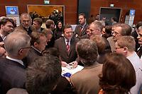 18 NOV 2003, BOCHUM/GERMANY:<br /> Gerhard Schroeder, SPD, Bundeskanzler, in Gespraech mit Journalisten im Pressezentrum, SPD Bundesparteitag, Ruhr-Congress-Zentrum<br /> IMAGE: 20031118-01-046<br /> KEYWORDS: Parteitag, party congress, SPD-Bundesparteitag, Gerhard Schröder, Journalist,