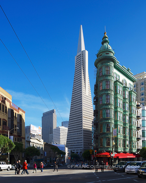 La Transamerica Pyramid (ou Transamerica Tower), construite par William Pereira, est le plus haut gratte-ciel de San Francisco en Californie (260 m), c'est aussi l'un des symboles de la métropole, avec le Golden Gate Bridge.<br />