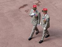 Le g&eacute;n&eacute;ral de corps d&rsquo;arm&eacute;e Pierre Chavancy, Gouverneur militaire de Lyon, Officier g&eacute;n&eacute;ral de zone de d&eacute;fense et de s&eacute;curit&eacute; Sud-Est et Commandant la zone Terre Sud a rendu son commandement lors d&rsquo;une prise d&rsquo;armes le 31 mai 2018.<br /> &nbsp;<br /> A l&rsquo;occasion de l&rsquo;adieu aux armes du g&eacute;n&eacute;ral de corps d&rsquo;arm&eacute;e Pierre CHAVANCY, une prise d&rsquo;armes a eu lieu &agrave; l&rsquo;H&ocirc;tel de commandement du Gouverneur <br /> &nbsp;<br /> Cette c&eacute;r&eacute;monie a &eacute;t&eacute; pr&eacute;sid&eacute;e par le g&eacute;n&eacute;ral d&rsquo;arm&eacute;e Fran&ccedil;ois LECOINTRE, chef d&rsquo;&eacute;tat-major des arm&eacute;es.<br /> <br /> <br /> La fonction de Gouverneur Militaire remonte &agrave; Lyon au d&eacute;but du XIVe&nbsp;si&egrave;cle (le plus ancien gouverneur connu est B&eacute;raud de Merc&oelig;ur, en 1310), lorsqu&rsquo;un officier &eacute;tait d&eacute;sign&eacute; dans chaque ville situ&eacute;e le long de la fronti&egrave;re pour en assurer la d&eacute;fense. Aujourd&rsquo;hui, le Gouverneur Militaire assure les responsabilit&eacute;s de commandant d&rsquo;armes de la garnison de Lyon, et repr&eacute;sente les arm&eacute;es aupr&egrave;s du pr&eacute;fet, qui est le repr&eacute;sentant de l&rsquo;&eacute;tat, et des collectivit&eacute;s locales et territoriales.<br /> Le Gouverneur Militaire de Lyon assure &eacute;galement les fonctions d&rsquo;Officier G&eacute;n&eacute;ral de Zone de D&eacute;fense et de S&eacute;curit&eacute; (OGZDS) Sud-Est. A ce titre, il est charg&eacute; de la sauvegarde et de la participation des forces arm&eacute;es &agrave; la d&eacute;fense du territoire national, sous l&rsquo;autorit&eacute; du chef d&rsquo;&eacute;tat-major des arm&eacute;es. Il est ainsi responsable du dialogue avec les autorit&eacute;s civiles de la zone de d&eacute;fense sud-est, qui correspond &agrave; la r&eacute;gion Rh&ocirc;