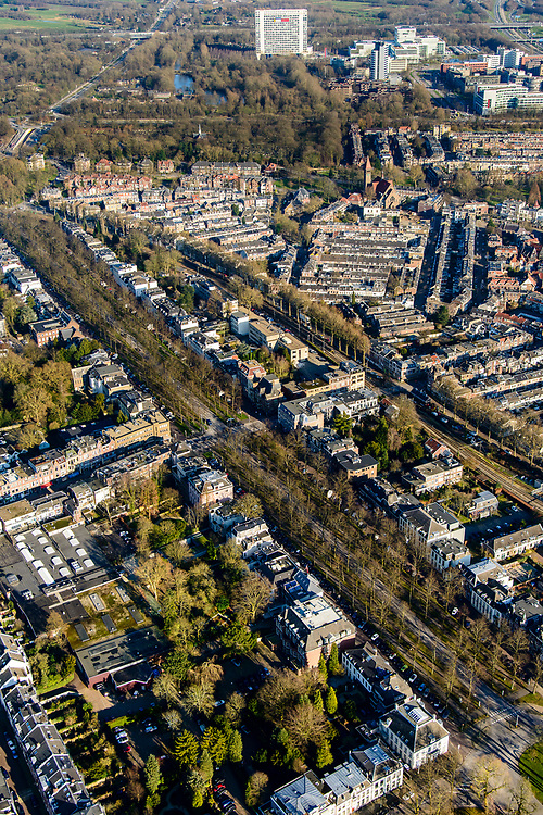 Nederland, Utrecht, Utrecht, 07-02-2018; Maliebaan in de wijk Buiten Wittevrouwen.<br /> Stately avenue Maliebaan.<br /> <br /> luchtfoto (toeslag op standard tarieven);<br /> aerial photo (additional fee required);<br /> copyright foto/photo Siebe Swart