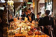 Laduree, Patisserie de renom et haut de gamme, Paris.