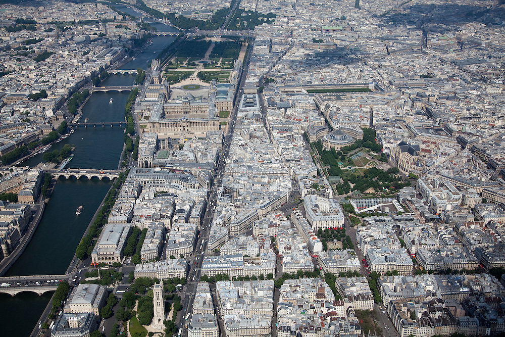 Along the right-side of the Seine river lies the Louvre Museum, the Tuileries Garden, and the well-known Champs-Elysees avenue leading to the Arc du Triomphe and the Grand Arche de La Defense. To the right, lies the Bourse de Commerce and the Jardin des Halles.