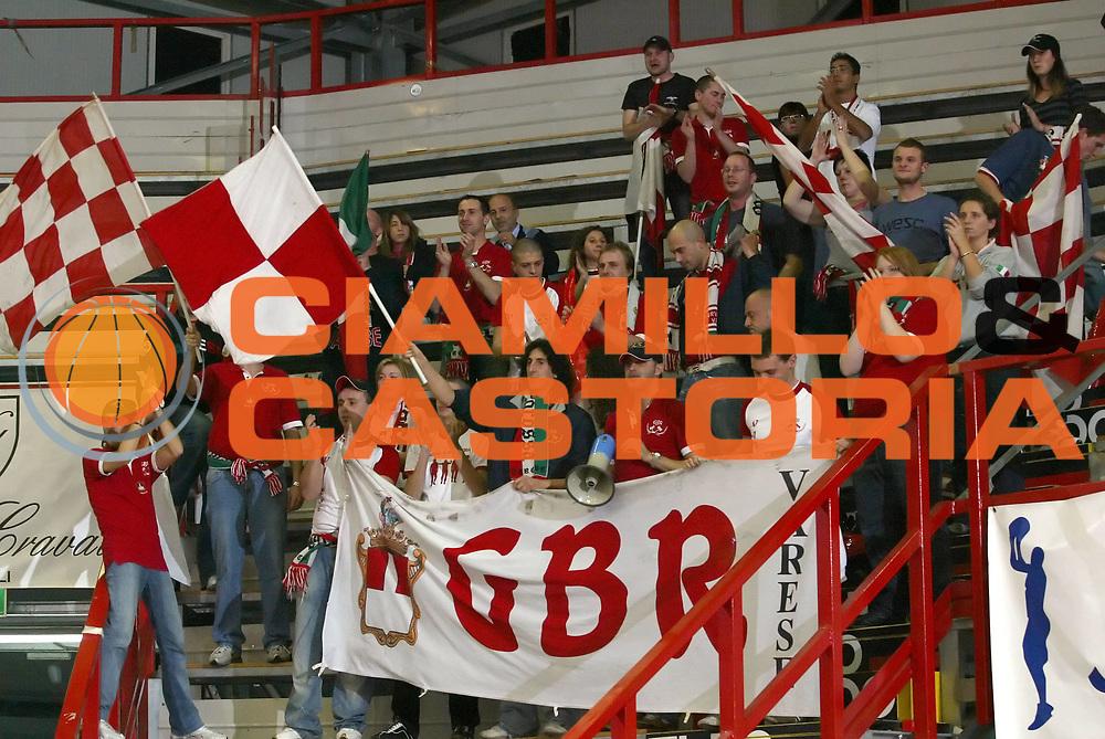 DESCRIZIONE : Napoli Lega A1 2006-07 Eldo Napoli Whirlpool Varese <br /> GIOCATORE : Tifosi<br /> SQUADRA : Whirlpool Varese<br /> EVENTO : Campionato Lega A1 2006-2007 <br /> GARA : Eldo Napoli Whirlpool Varese <br /> DATA : 26/11/2006 <br /> CATEGORIA : Tifosi<br /> SPORT : Pallacanestro <br /> AUTORE : Agenzia Ciamillo-Castoria/A.De Lise