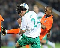 FUSSBALL     UEFA CUP  FINALE  SAISON 2008/2009 Shakhtar Donetsk - SV Werder Bremen 20.05.2009 Claudio Pizarro (Bremen links) gegen Fernandinho (Shakhtar)