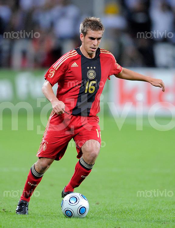 Fussball   International    Freundschaftsspiel   Deutschland - Suedafrika      05.09.09 Philipp LAHM (GER), Einzelaktion am Ball.