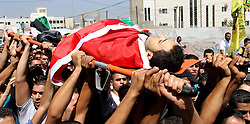 60372640  <br /> Palestinians carry the body of Majed Lahlouh during his funeral in the West Bank city of Jenin on Tuesday Aug. 20, 2013. Lahlouh was killed early Tuesday in clashes with Israeli forces that raided north West Bank, medical and security sources said, Tuesday August. 20, 2013.<br /> Picture by imago / i-Images<br /> UK ONLY