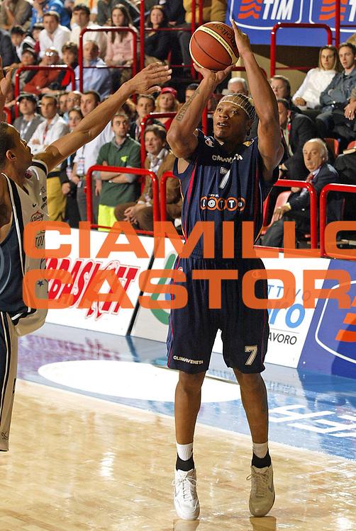DESCRIZIONE : Forli Lega A1 2005-06 Copps Italia Final Eight Tim Cup Carpisa Napoli Lottomatica Virtus Roma<br /> GIOCATORE : Hawkins<br /> SQUADRA : Lottomatica Virtus Roma<br /> EVENTO : Campionato Lega A1 2005-2006 Coppa Italia Final Eight Tim Cup Finale<br /> GARA : Carpisa Napoli Lottomatica Virtus Roma<br /> DATA : 19/02/2006<br /> CATEGORIA : Tiro<br /> SPORT : Pallacanestro<br /> AUTORE : Agenzia Ciamillo-Castoria/E.Pozzo