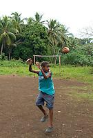 FUSSBALL    FEATURE    SUEDSEE    21.07.2008 In einem kleinen Dorf auf Efate, der Hauptinsel des Suedseestaates Vanuatu spielt ein Junge Fussball mit einer Kokusnuss, auf einem verwunschenen Platz. Die Kokusnuss ist bekannt fuer ihre vielseitige Verwendbarkeit.  Aus dem Holz lassen sich Moebel herstellen, der Saft ist trinkbar, man kann daraus Feutigkeitscreme machen, aber auch Oel, die Kokusfaser wird verwendet als Stofffaser in der Autoindustire, und man kann mit ihr Fussball spielen.