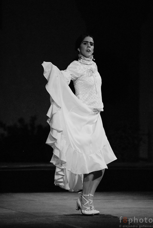 The cuban dancers Irene Redríquez y Liliana Fagoaga during a performance in the First Dance Festival Ibérica Contemporánea, Querétaro, México, 2007