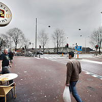 Nederland, Amsterdam , 4 februari 2010..Spaarndammerstraat met links het de trendy Bagel en Beans en aan de overkant het klassieke Volkskoffiehuis...Foto:Jean-Pierre Jans