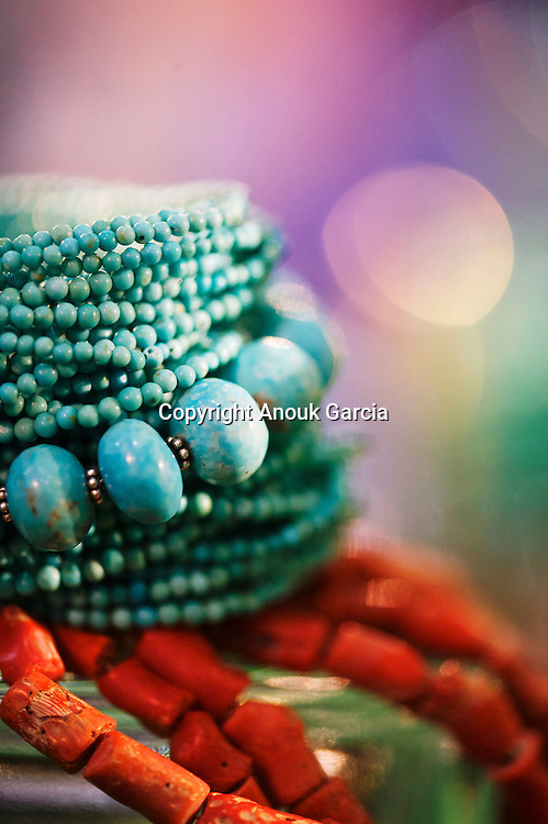Tanja Curin is a croatian jewels artist . | Tanja Curin n'a plus sa réputation à faire, créatrice de bijoux fait main :des pièces uniques qu'elle confectionne seule avec son assistante. Tanja n'a pas souhaité sortir de son échelle de création pour continuer à garder du temps pour s'inspirer des beautés de son pays natal la Croatie et du monde.