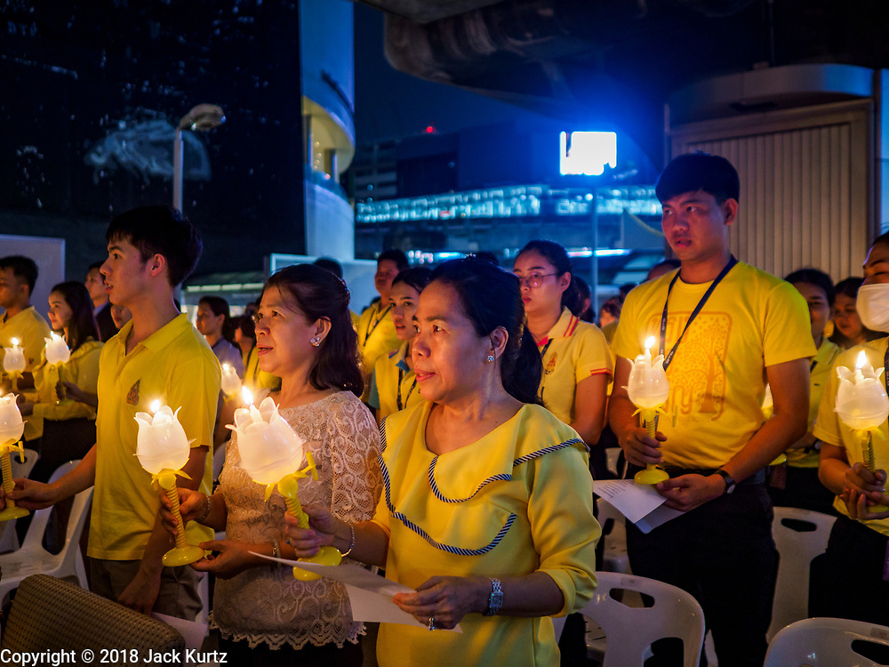 28 JULY 2018 - BANGKOK, THAILAND: People participate in a candle light vigil on the skywalk between MBK and BACC to honor His Majesty King Maha Vajiralongkorn Bodindradebayavarangkun on His Majesty's 66th birthday.    PHOTO BY JACK KURTZ